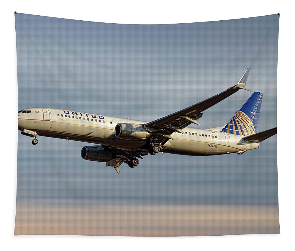 United Airlines Tapestry featuring the mixed media United Airlines Boeing 737-824 by Smart Aviation