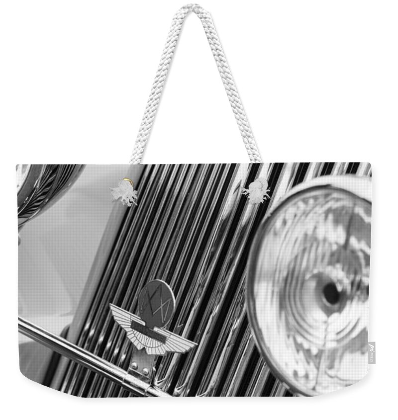 1939 Aston Martin 15/98 Abbey Coachworks Swb Sports Grille Emblems Weekender Tote Bag featuring the photograph 1939 Aston Martin 15-98 Abbey Coachworks Swb Sports Grille Emblems by Jill Reger