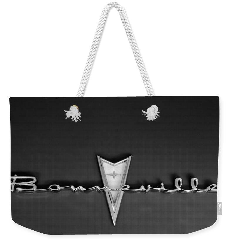 1959 Pontiac Bonneville Emblem Weekender Tote Bag featuring the photograph 1959 Pontiac Bonneville Emblem by Jill Reger