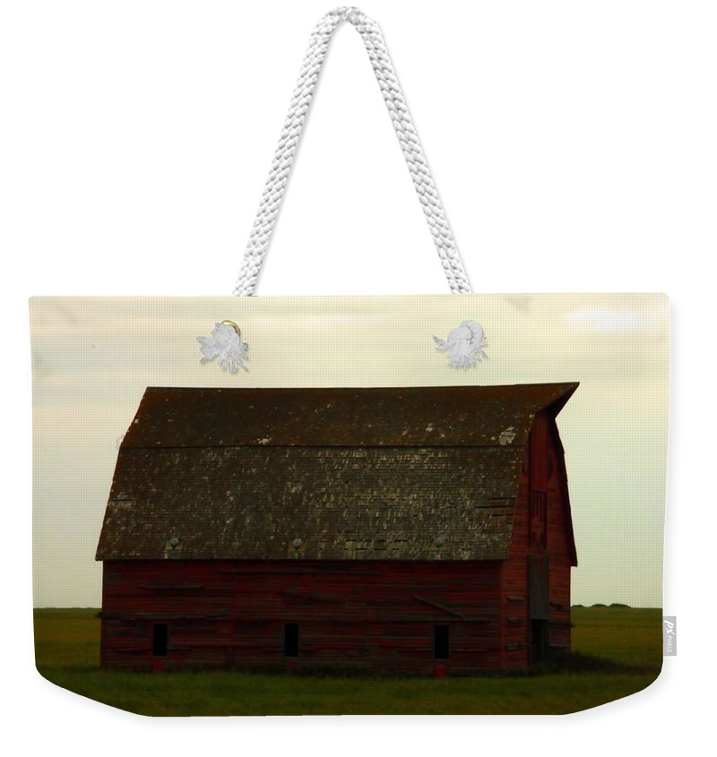 Saskatchewan Weekender Tote Bag featuring the photograph A Barn In Saskatchewan by Jeff Swan