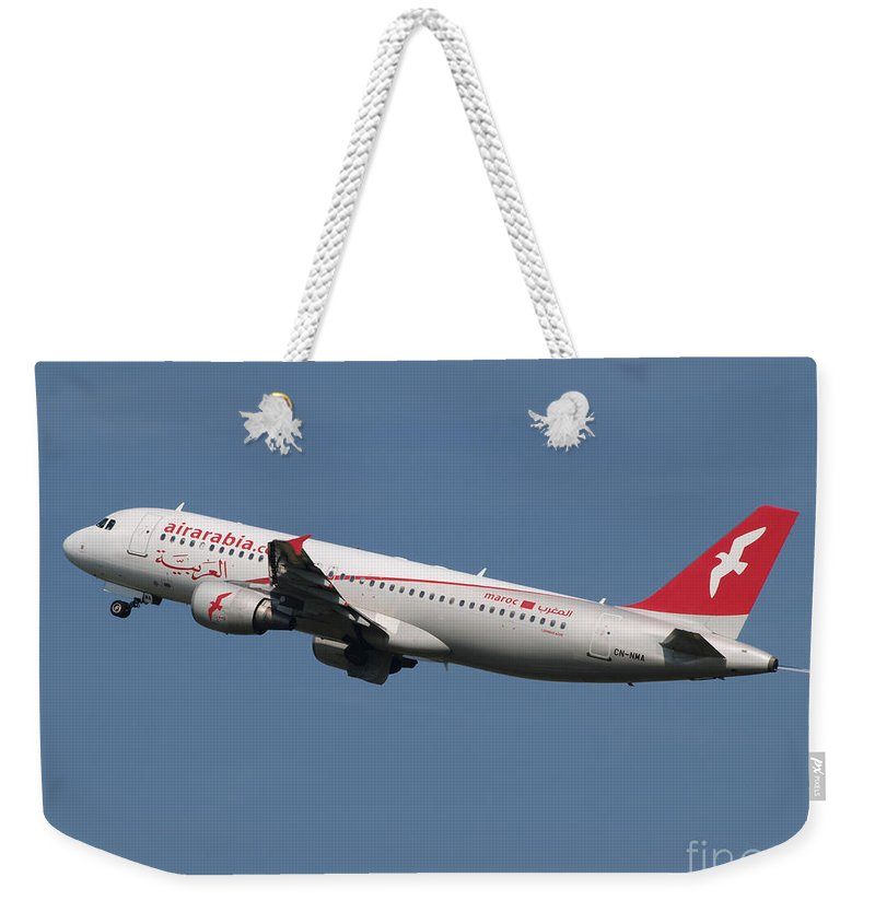 737 Weekender Tote Bag featuring the photograph Air Arabia Maroc Airbus A320 by Paul Fearn