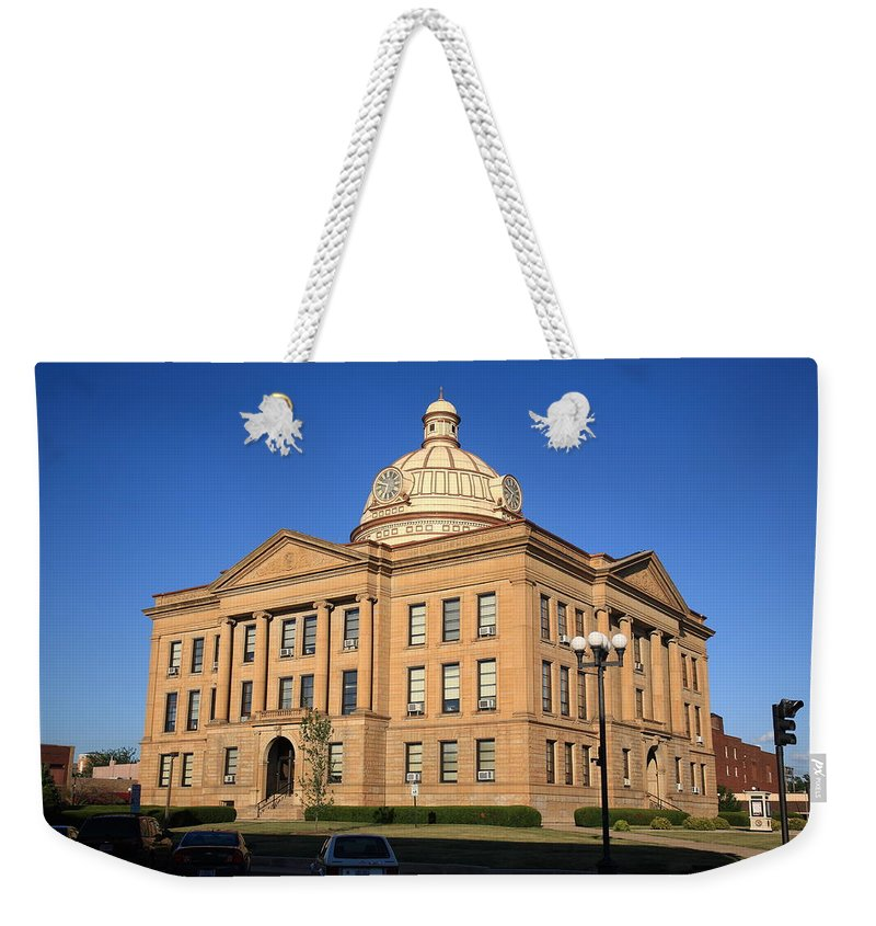 66 Weekender Tote Bag featuring the photograph Lincoln Illinois - Courthouse by Frank Romeo