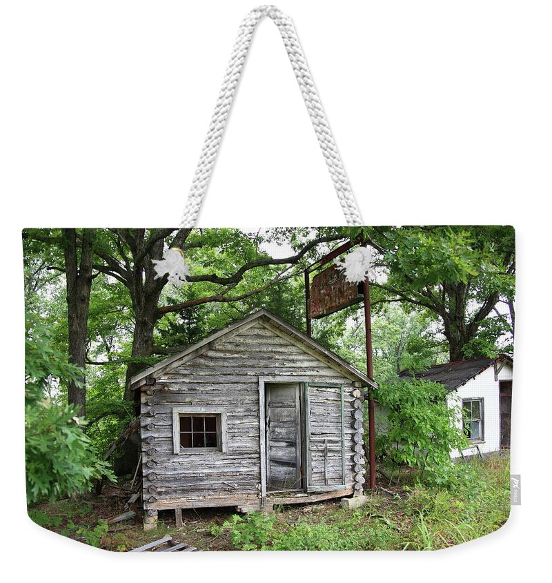 66 Weekender Tote Bag featuring the photograph Route 66 - John's Modern Cabins by Frank Romeo
