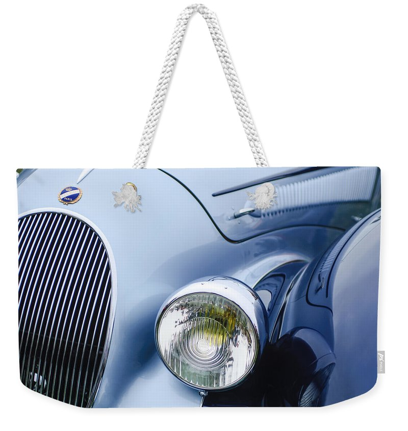 1938 Talbot-lago 150c Ss Figoni And Falaschi Cabriolet Headlight Weekender Tote Bag featuring the photograph 1938 Talbot-lago 150c Ss Figoni And Falaschi Cabriolet Headlight - Emblem by Jill Reger