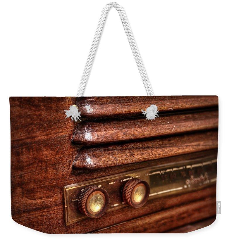 Vintage Weekender Tote Bag featuring the photograph 1948 Mantola Radio by Scott Norris