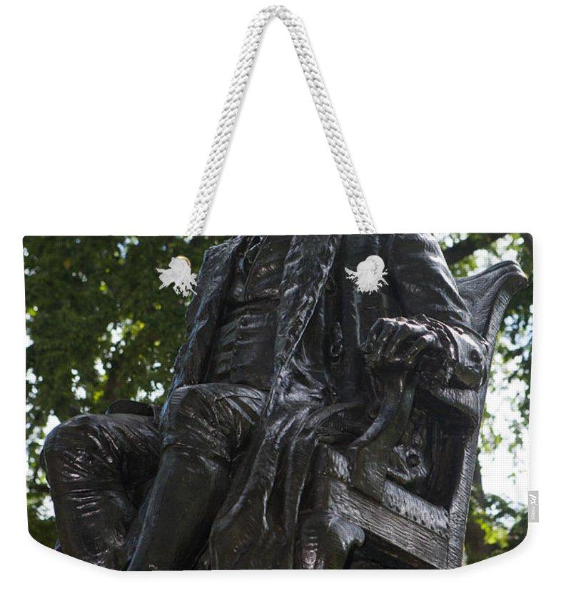 Benjamin Franklin Weekender Tote Bag featuring the photograph Benjamin Franklin Statue University Of Pennsylvania by Jason O Watson