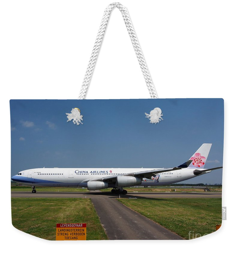 737 Weekender Tote Bag featuring the photograph China Airlines Airbus A340 by Paul Fearn