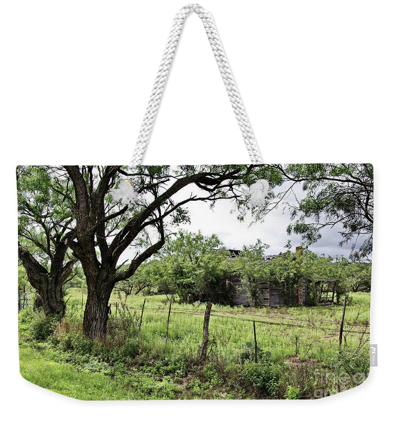 Somewhere Weekender Tote Bag featuring the photograph Somewhere In Texas by Gary Richards