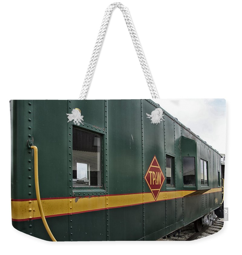 Tpw Weekender Tote Bag featuring the photograph Tpw Rr Caboose Side View by Thomas Woolworth