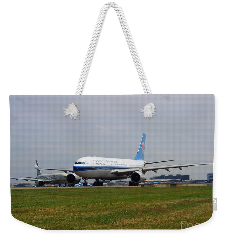 737 Weekender Tote Bag featuring the photograph China Southern Airlines Airbus A330 by Paul Fearn