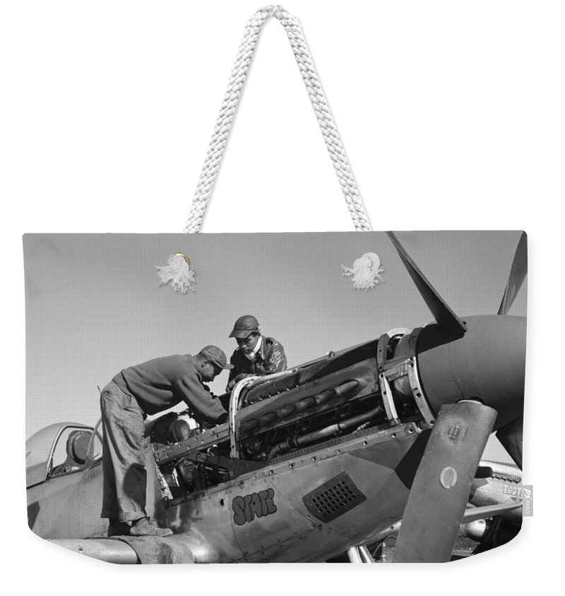 1945 Weekender Tote Bag featuring the photograph Tuskegee Airmen, 1945 by Granger
