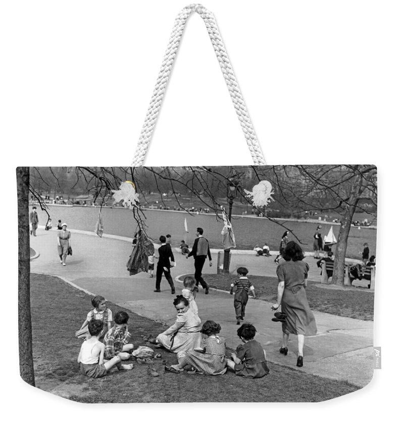 1941 Weekender Tote Bag featuring the photograph A Spring Day In Central Park by Underwood Archives