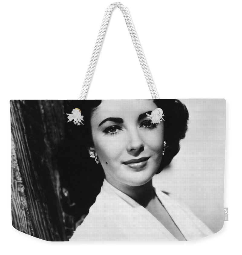 1950's Weekender Tote Bag featuring the photograph Actress Elizabeth Taylor by Underwood Archives
