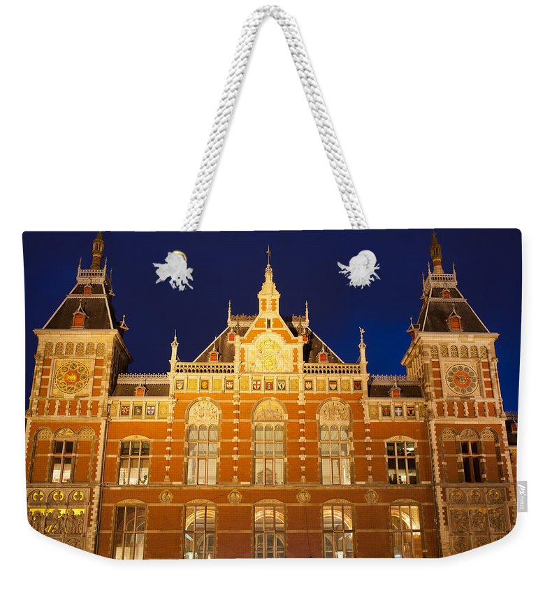 Central Weekender Tote Bag featuring the photograph Amsterdam Central Train Station At Night by Artur Bogacki