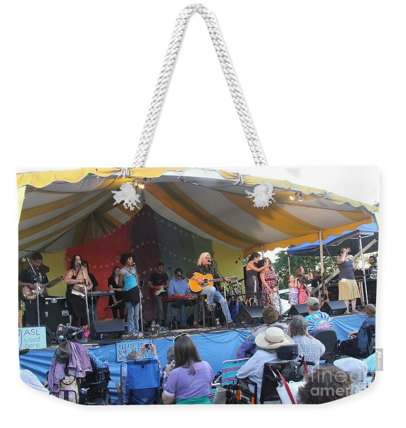 Arlo Guthrie & Family Weekender Tote Bag featuring the photograph Arlo Guthrie And Family by Concert Photos