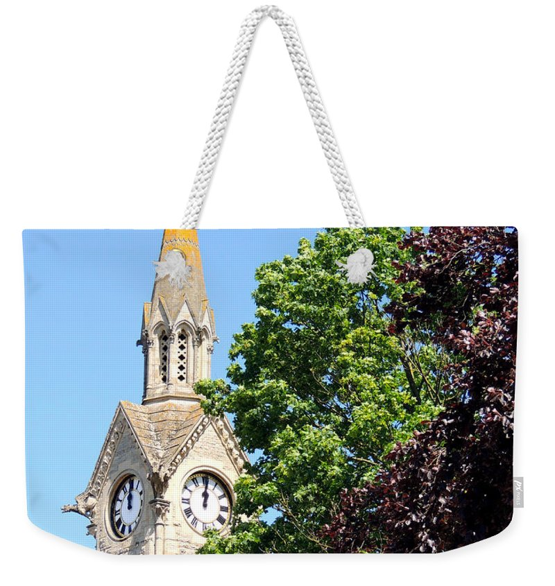 Aylesbury Weekender Tote Bag featuring the photograph Aylesbury Market Square by Marilyn Holkham
