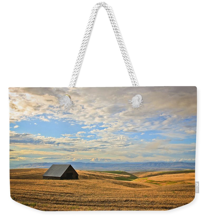 Barn Weekender Tote Bag featuring the photograph Barn In The Middle Of Nowhere by Athena Mckinzie
