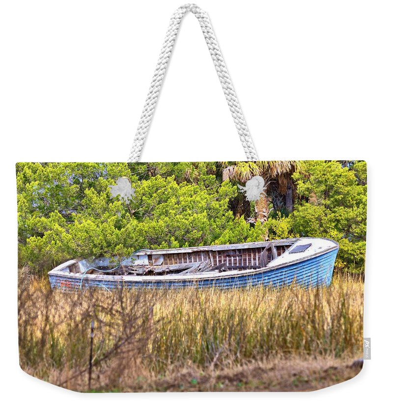 9551 Weekender Tote Bag featuring the photograph Beached by Gordon Elwell