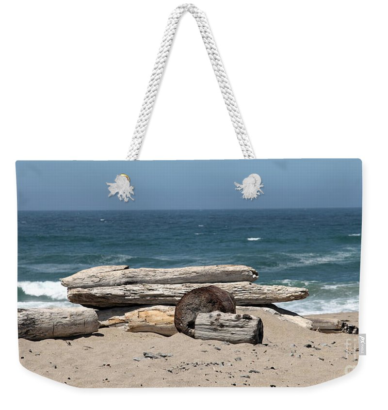 California Weekender Tote Bag featuring the photograph Beachy by Amanda Barcon