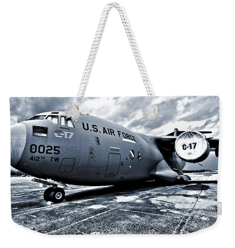 Boeing C-17 Airplane Weekender Tote Bag featuring the photograph Boeing C-17 Airplane by Dan Sproul