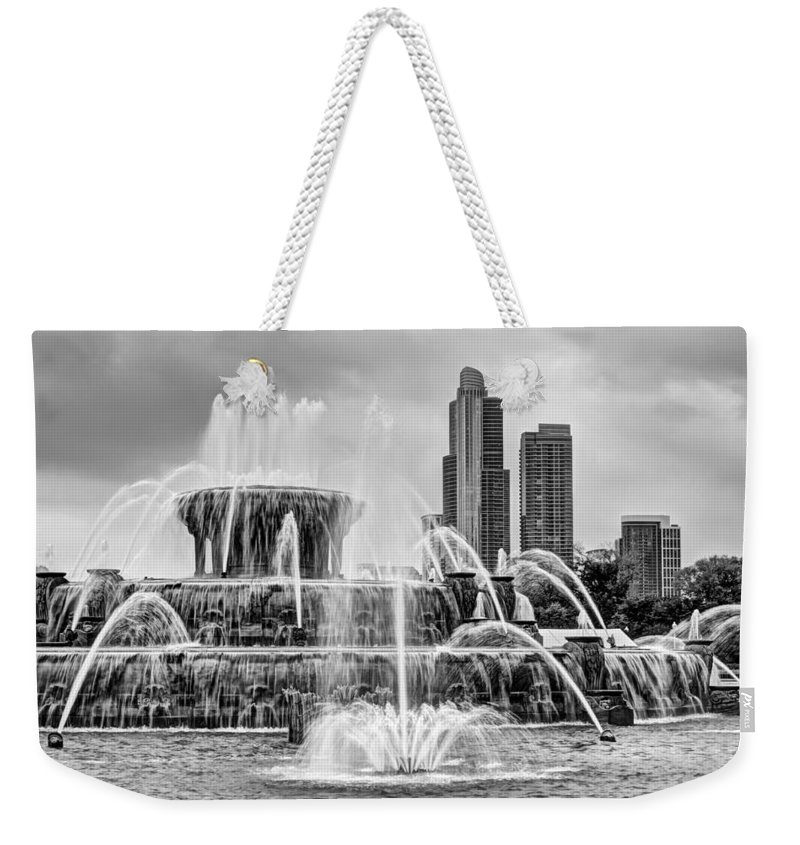 Chicago Weekender Tote Bag featuring the photograph Buckingham Fountain - 1 Bw by Nikolyn McDonald