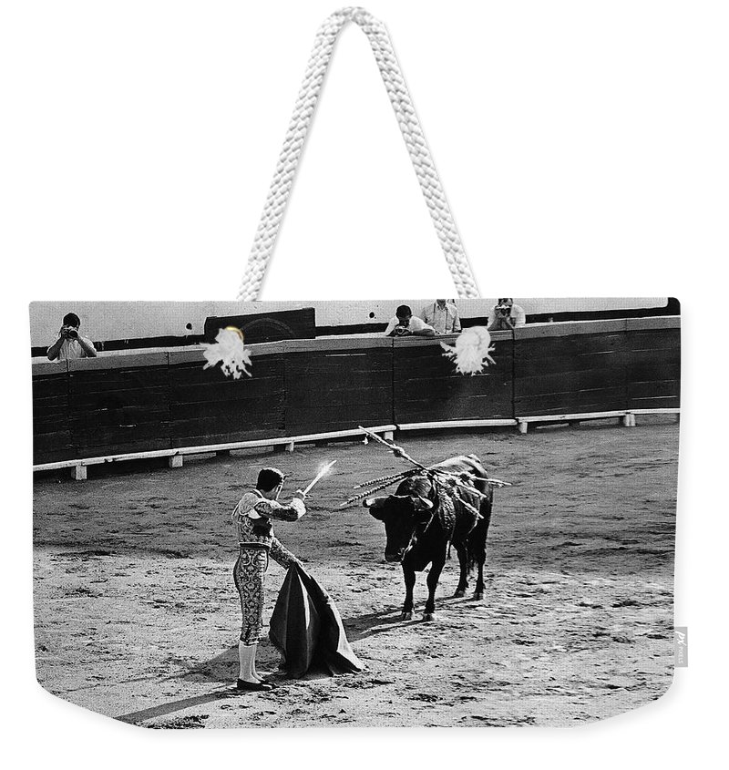 Bullfighter And The Lady Homage 1951 Bullfight Matador Glint Sword Nogales Sonora Mexico Robert Stack Budd Boetticher John Ford John Wayne Randolph Scott Burt Kennedy Rodolfo Acosta The High Chaparral Us/mexico Border Town Black And White Photographers Weekender Tote Bag featuring the photograph Bullfighter And The Lady Homage 1951 Bullfight Nogales Sonora Mexico by David Lee Guss