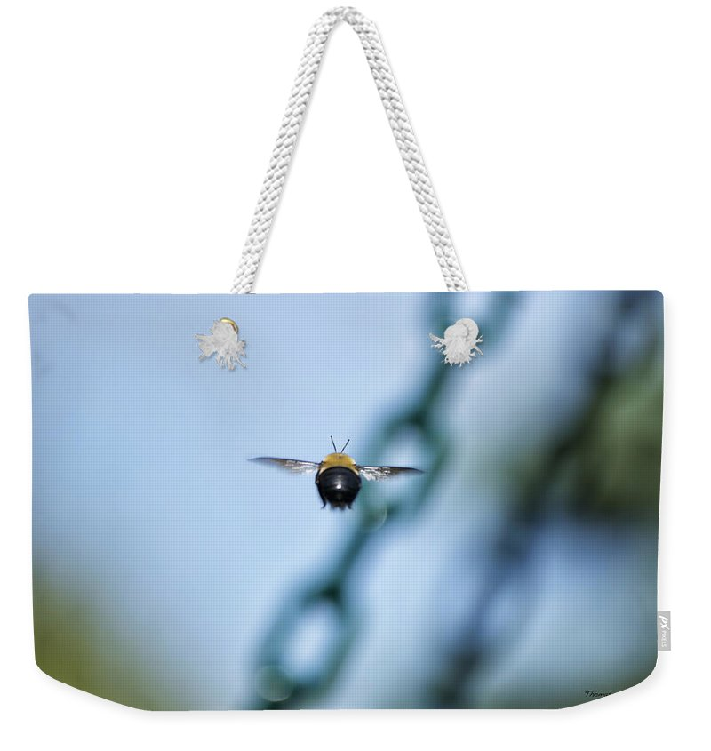 Bee Weekender Tote Bag featuring the photograph Bumble Bee 01 by Thomas Woolworth