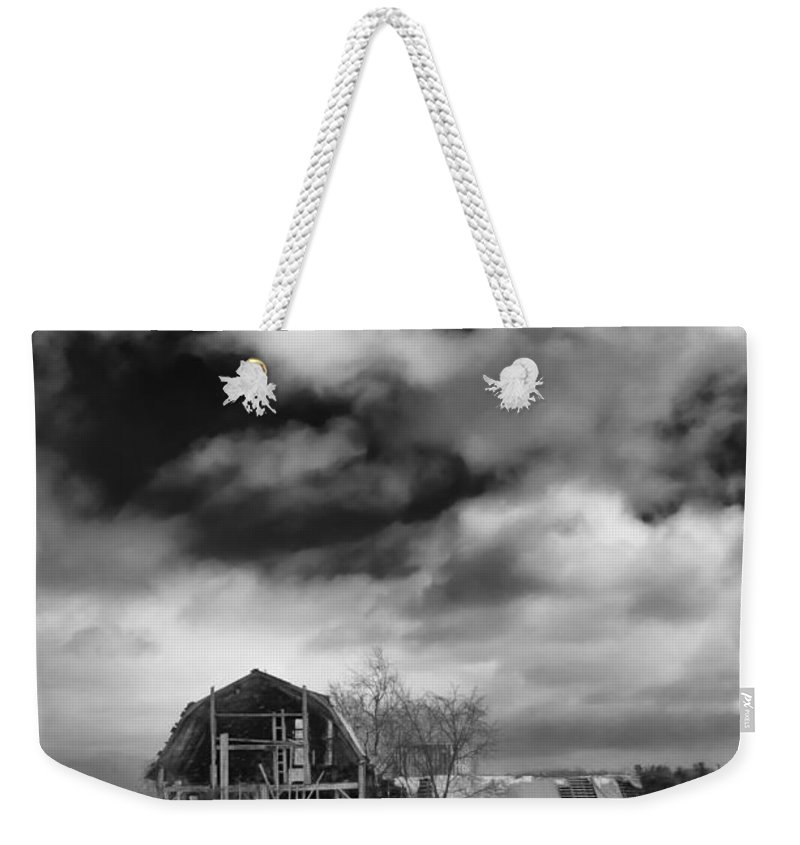 Barn Weekender Tote Bag featuring the photograph Castile Barn 806b by Guy Whiteley