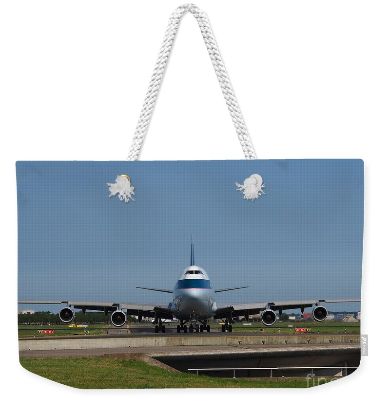 737 Weekender Tote Bag featuring the photograph Cathay Pacific Boeing 747 by Paul Fearn