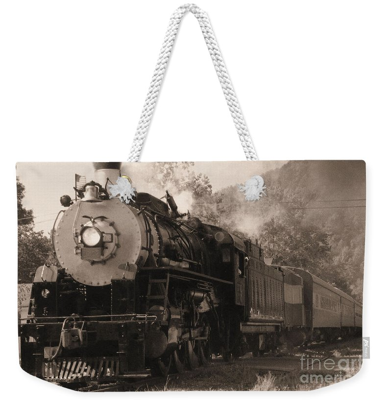 Trains Weekender Tote Bag featuring the photograph Coming Around The Mountain by Richard Rizzo
