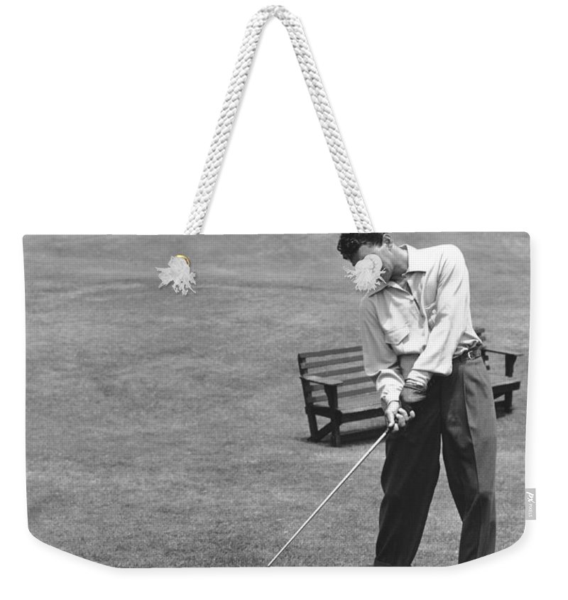 1953 Weekender Tote Bag featuring the photograph Dean Martin & Jerry Lewis Golf by Underwood Archives