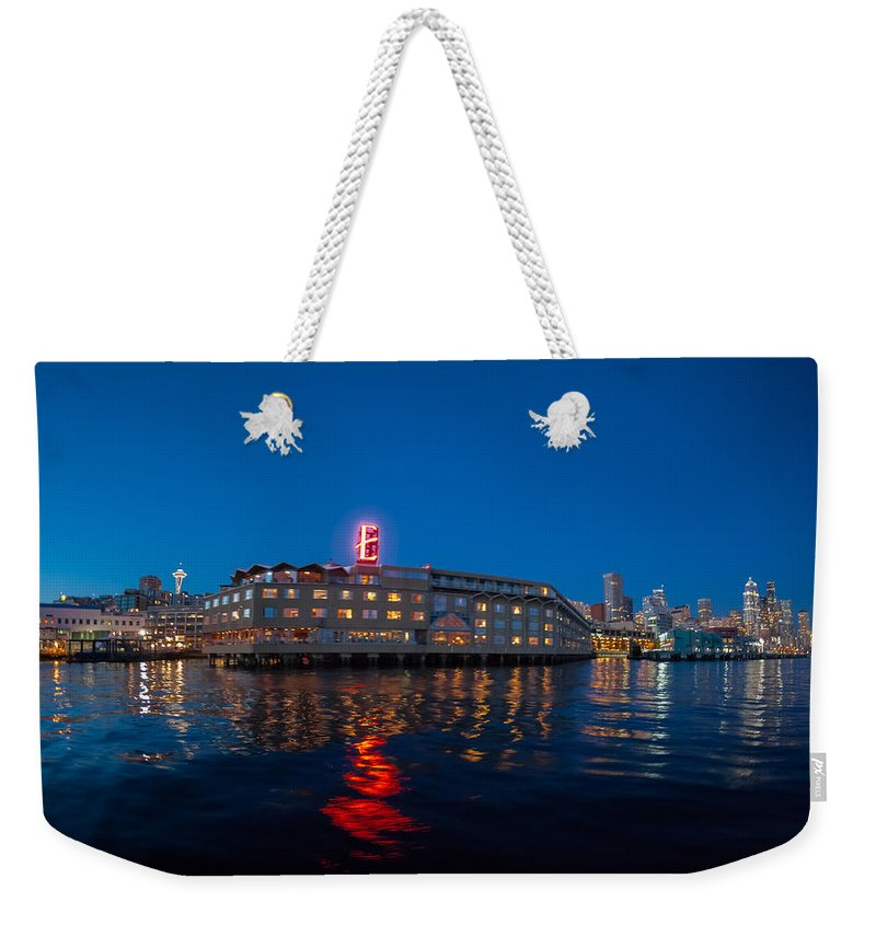 Seattle Weekender Tote Bag featuring the photograph Edgewater The Big Red E by Scott Campbell