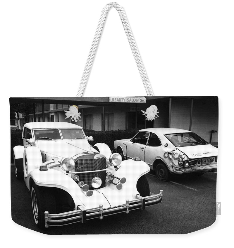 Excalibur Auto Tidelands Motor Inn Tucson Arizona Black And White Dented Fender Weekender Tote Bag featuring the photograph Excalibur Auto Tidelands Motor Inn Tucson Arizona 1985 by David Lee Guss