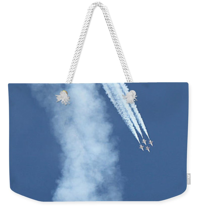 F16s Weekender Tote Bag featuring the photograph Four F-16 Falcons Doing A Loop In The Sky by Carl Deaville