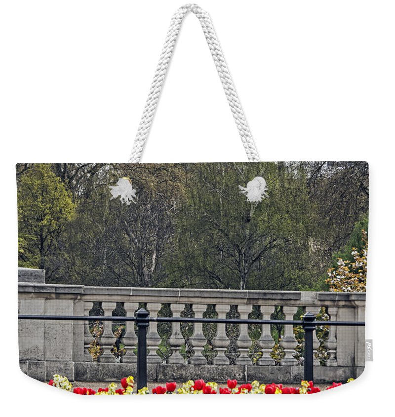 Travel Weekender Tote Bag featuring the photograph From Buckingham To Big Ben by Elvis Vaughn