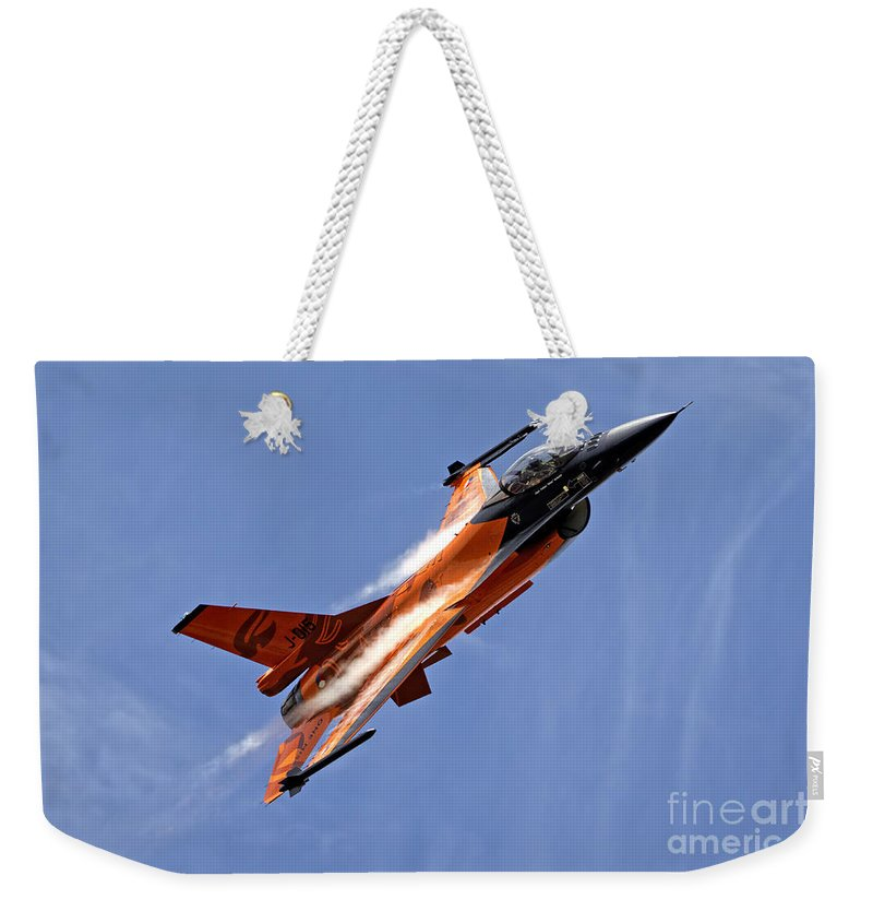 General Dynamics F16am Weekender Tote Bag featuring the photograph General Dynamics F-16am Fighting Falcon by Andrew Harker