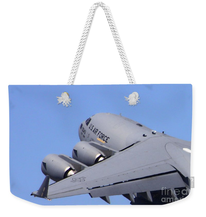 Boeing C-17 Globemaster Iii Weekender Tote Bag featuring the photograph Globemaster Lift Off by Tommy Anderson