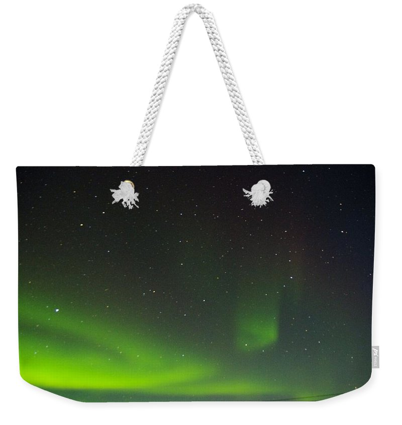 Alaska Aurora Borealis Weekender Tote Bag featuring the photograph Green Lady Dancing 17 by Phyllis Spoor