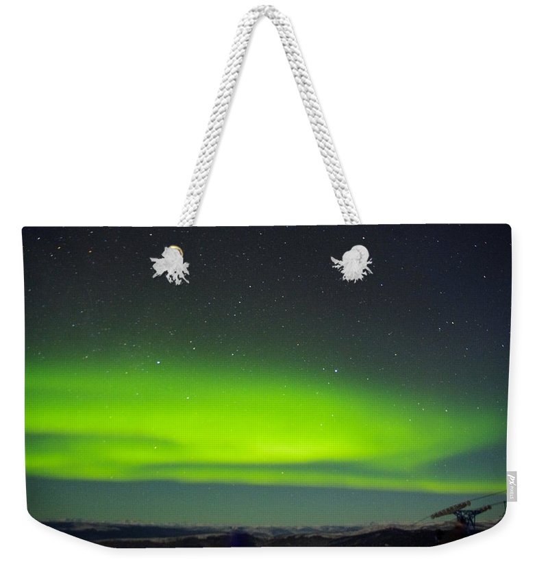 Alaska Aurora Borealis Weekender Tote Bag featuring the photograph Green Lady Dancing 20 by Phyllis Spoor