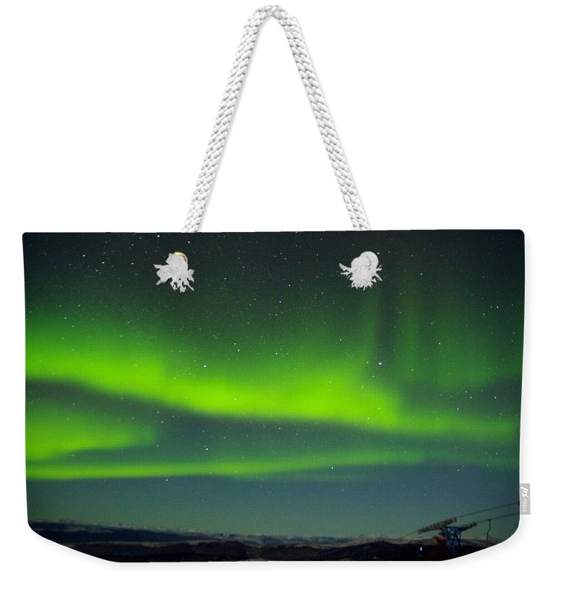 Alaska Aurora Borealis Weekender Tote Bag featuring the photograph Green Lady Dancing 25 by Phyllis Spoor