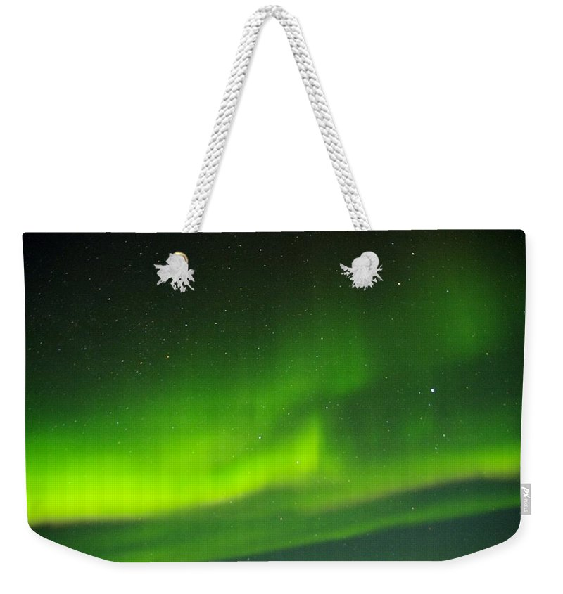 Alaska Aurora Borealis Weekender Tote Bag featuring the photograph Green Lady Dancing 27 by Phyllis Spoor