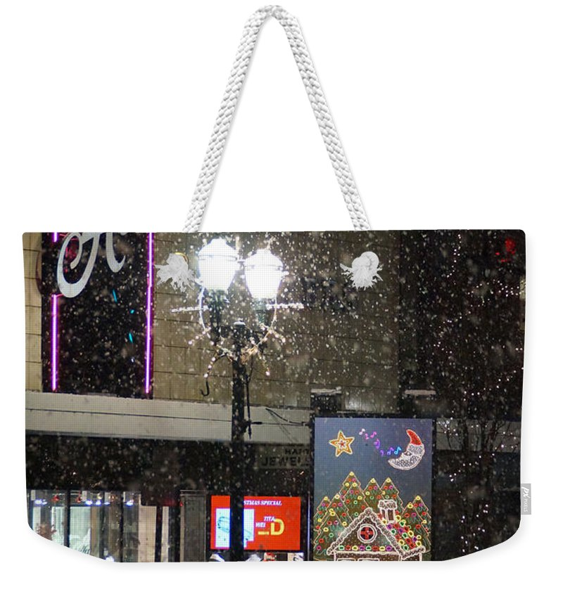 Snow Weekender Tote Bag featuring the photograph Hart In The Snow - Grants Pass by Mick Anderson