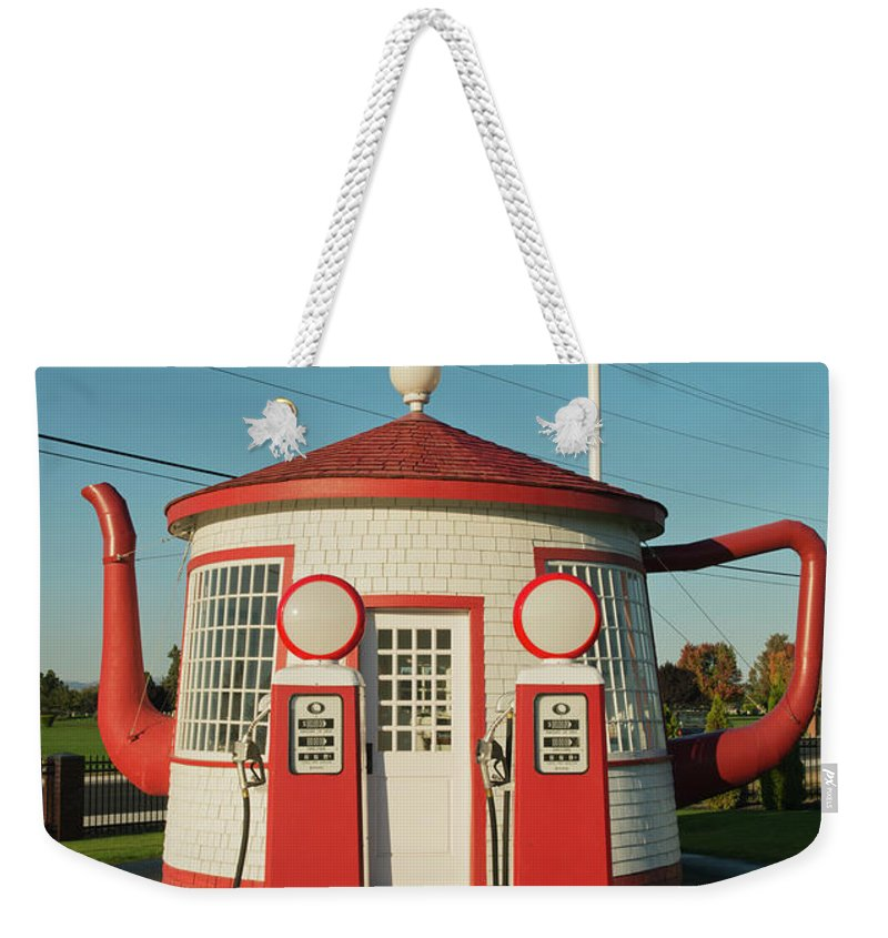 Outdoors Weekender Tote Bag featuring the photograph Historic Teapot Gas Station by Kevin Schafer