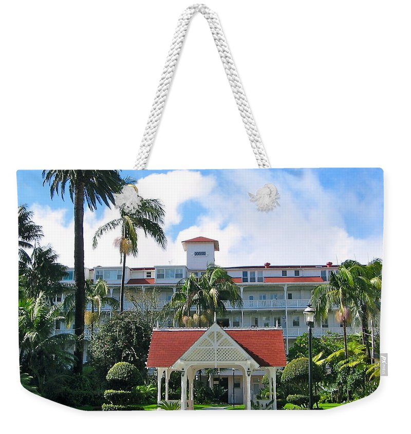 Courtyard Weekender Tote Bag featuring the photograph Hotel Del Courtyard by Denise Mazzocco