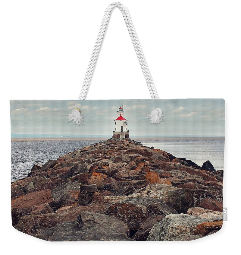 Light House Weekender Tote Bag featuring the photograph Lake Superior Light House by Pam Holdsworth