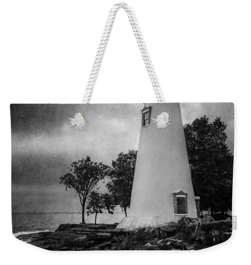 Marblehead Lighthouse Weekender Tote Bag featuring the photograph Lighthouse At Marblehead by Dale Kincaid