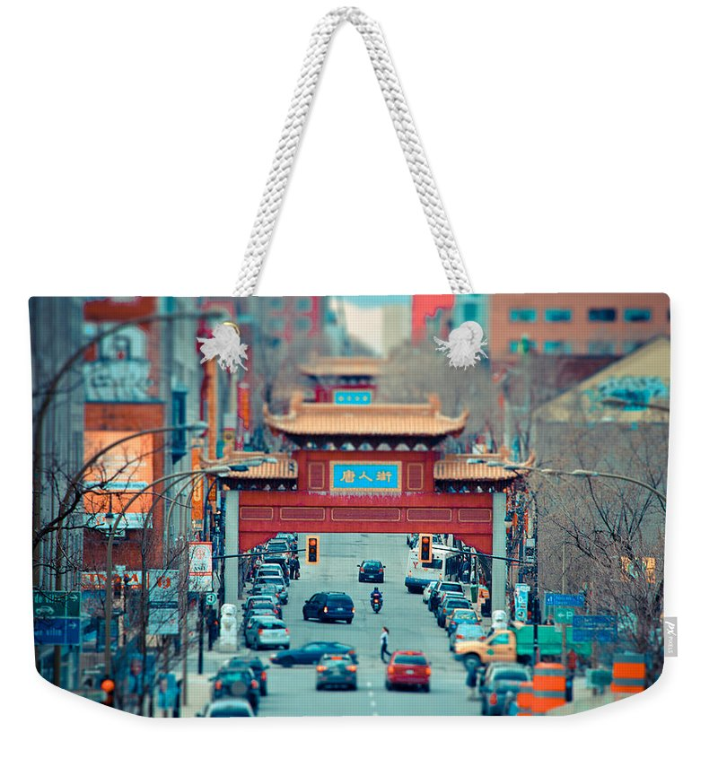 Montreal Weekender Tote Bag featuring the photograph Looking For Chinatown by Les Lorek