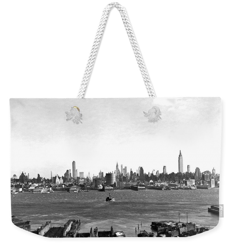 1934 Weekender Tote Bag featuring the photograph Manhattan From New Jersey by Underwood Archives