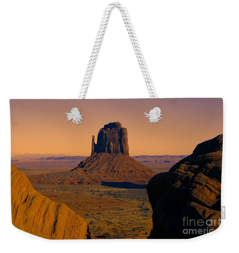 Monument Valley Weekender Tote Bag featuring the photograph Monument Valley -utah V15 by Douglas Barnard