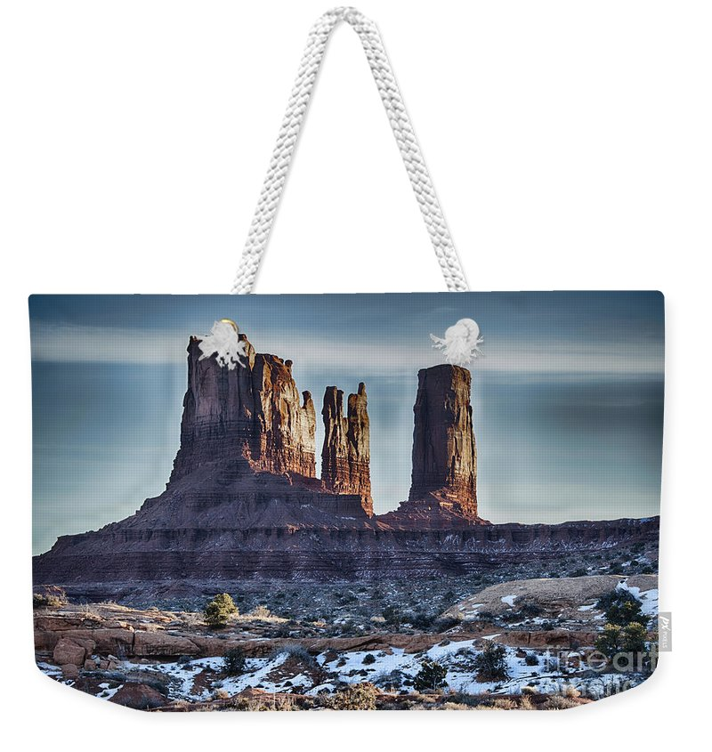 Monument Valley Weekender Tote Bag featuring the photograph Monument Valley -utah V17 by Douglas Barnard